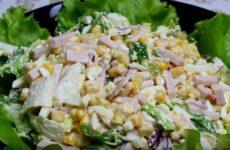 Салат с ветчиной и кукурузой очень простой и вкусный рецепт