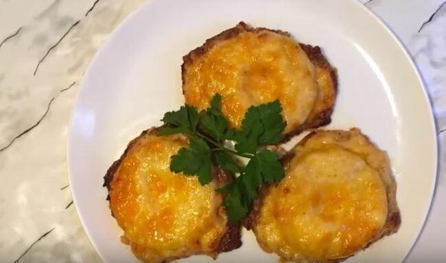 свинина с ананасами и сыром запеченная в духовке
