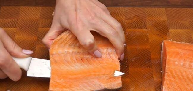 выбираем кости из филе рыбы-2