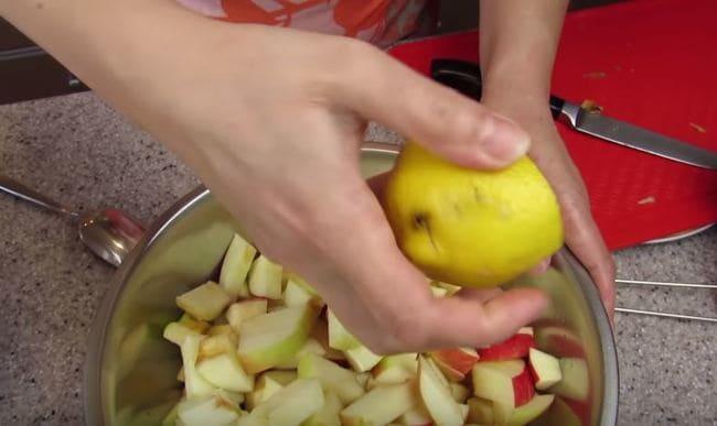 яблоки поливаем лимонным соком