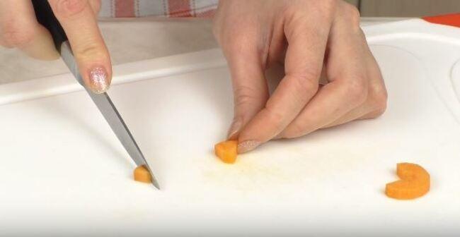 из морковки будем делать носик пингвина