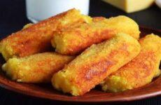 Картофельные палочки с сыром в панировочных сухарях