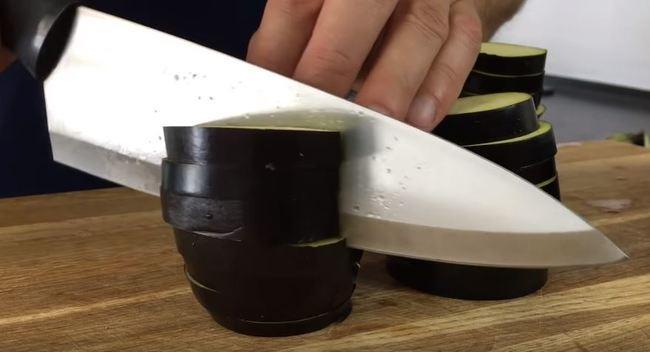кружочки баклажановые режем по палам
