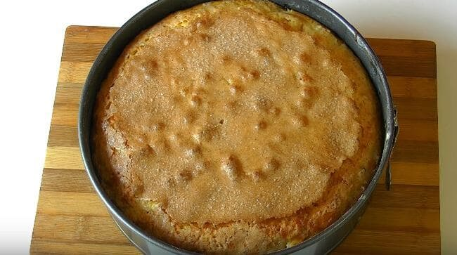 пирог немного остыл достаем из формы