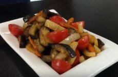 Салат из Баклажанов очень вкусный и пикантный