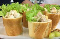 Салат в багете к праздничному столу: красивая и оригинальная подача