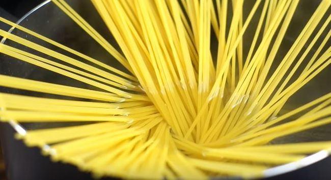 ставим варить спагетти