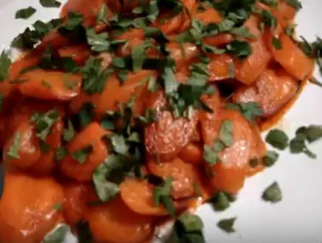 сверху морковь украшаем петрушкой