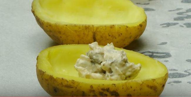 в половинки картошки кладем грибную начинку