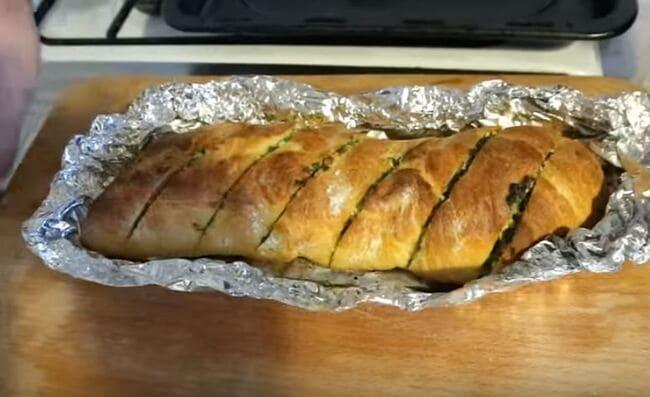 хлеб отправляем запекаться в духовку