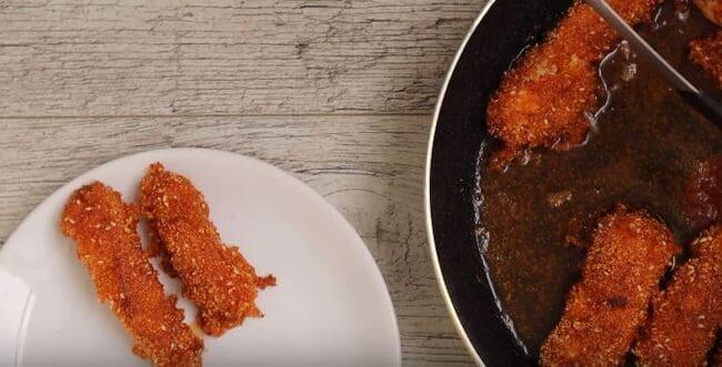 как приготовить куриные палочки в панировке
