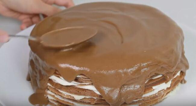 торт смазываем глазурью