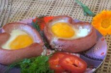 Яичница сердечком с сосиской: простой пошаговый рецепт