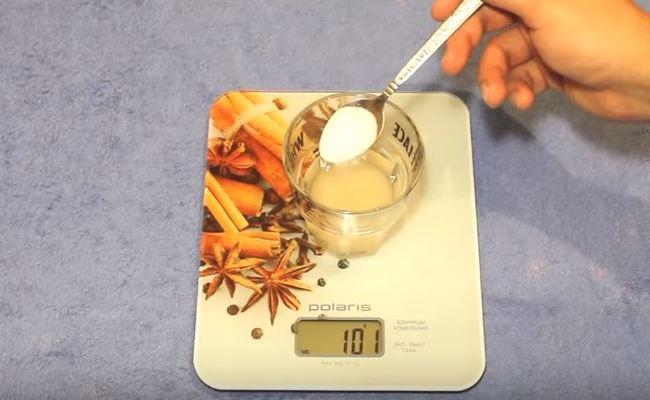 добавляем 1 ч. л. соли = 5 гр