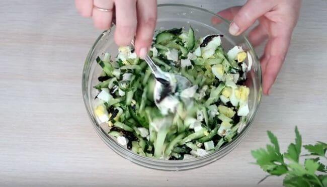 хорошо перемешиваем салатик