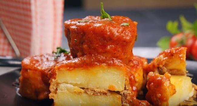 картошка с фаршем на сковороде