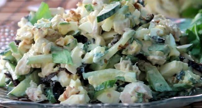 рецепт салата с курицей, черносливом и грецкими орехами