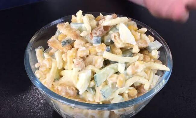 рецепт салата с сыром косичка и сухариками