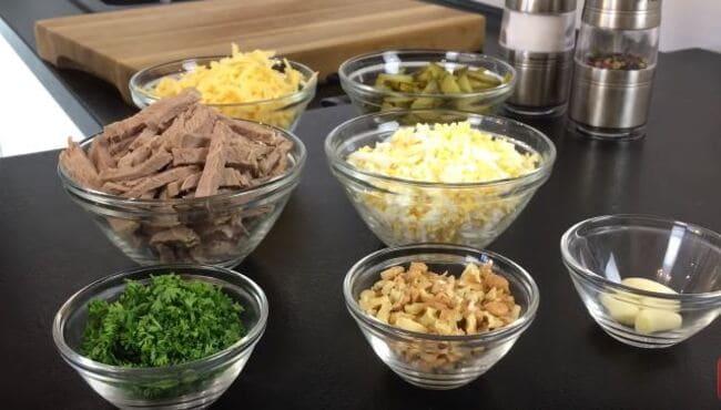 все ингредиенты для салата готовы