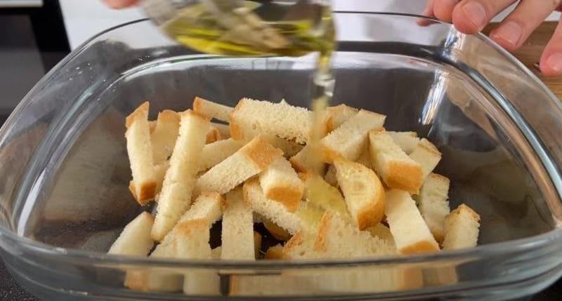 добавляем к белому хлебу оливковое масло
