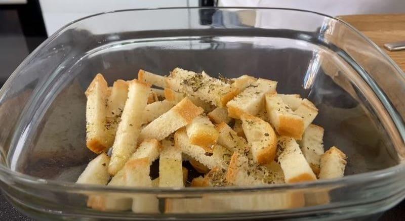 добавляем к белому хлебу прованские травы