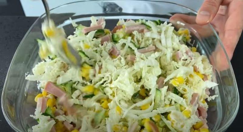 перемешиваем наш салат тщательно