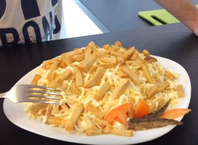 рецепт салатика со шпротами слоями пошагово