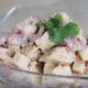 Салат «Смак» с сухариками помидорами и сыром: вкусный рецепт