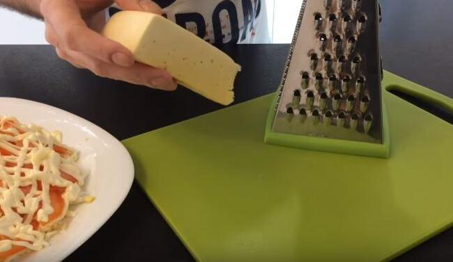 сыр также натрем на большой терке