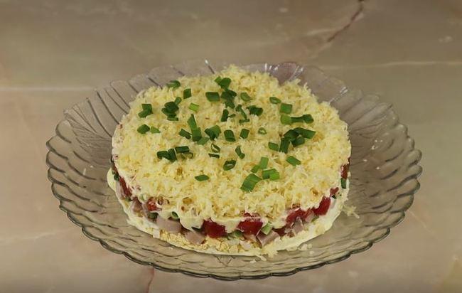 украшаем салатик зеленым лучком