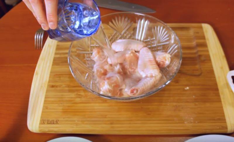 заливаем обычной водой мясо