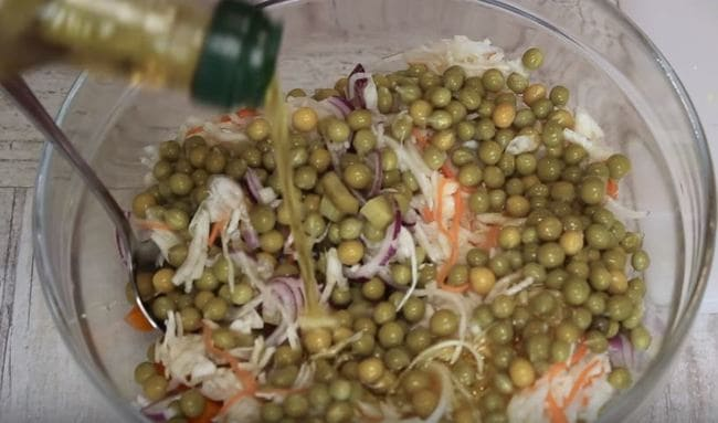 заправляем салатик растительным маслом