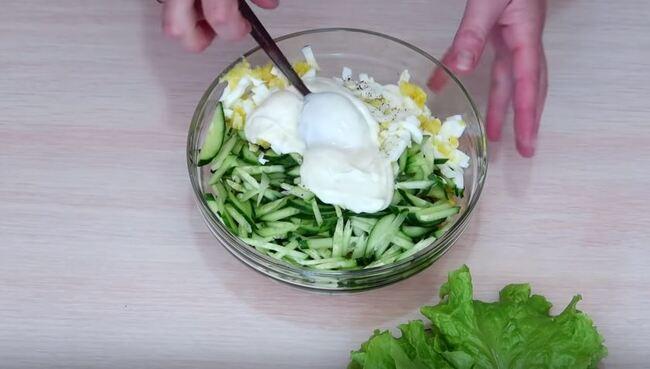 заправляю салатик двумя столовыми ложками майонеза