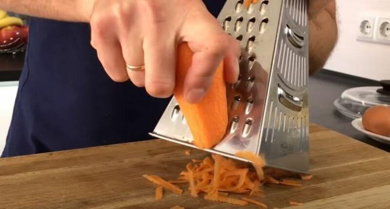 натрем очищенную морковку на крупной терке