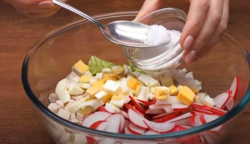 посолить салатик по вкусу