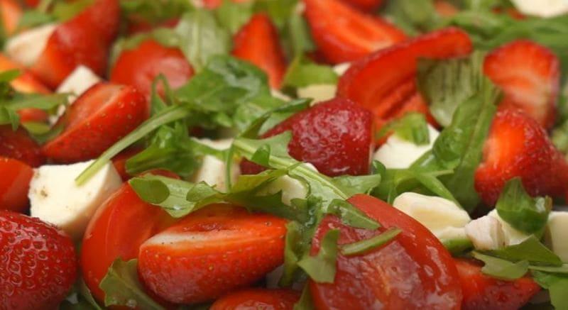 рецепт салатика с клубникой