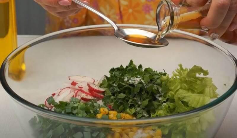 добавляем пол столовой ложки яблочного уксуса