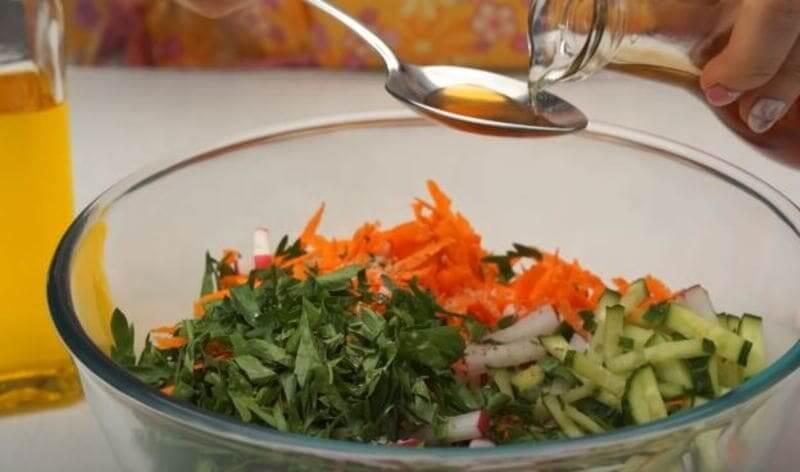 добавляем в салатик яблочный уксус