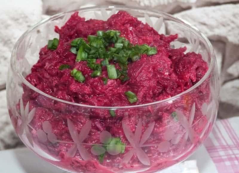 салат из отварной свеклы с чесноком