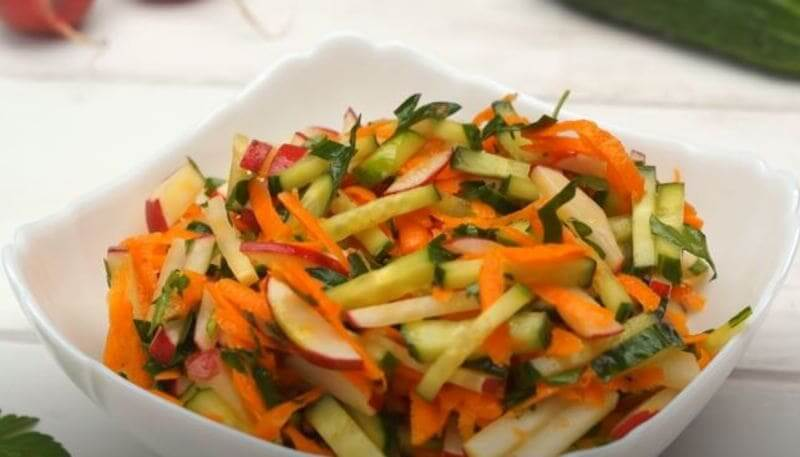 салат из редиски огурца и моркови