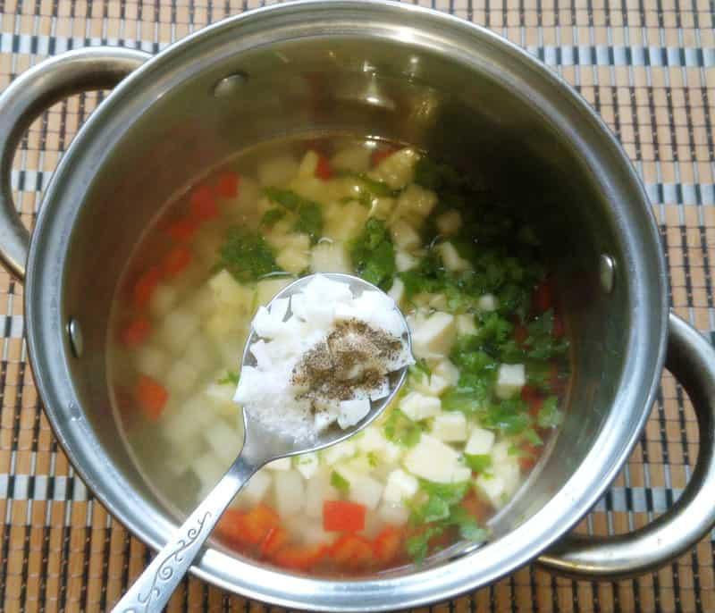 добавляем в суп молотый ароматный перец