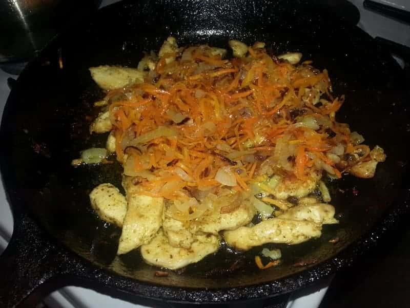 к курице добавляем овощи