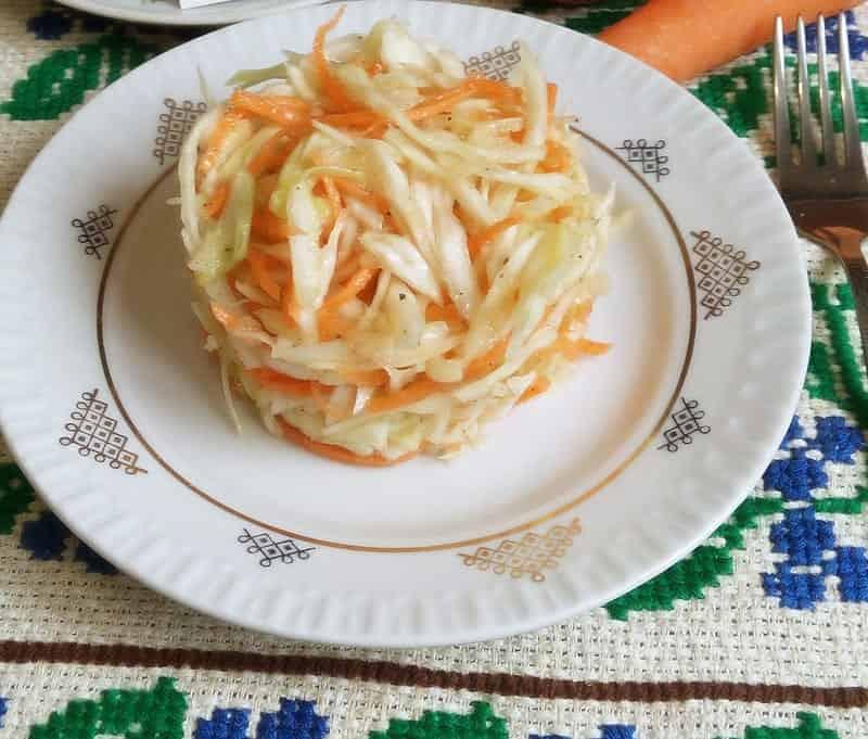 маринованная капуста с морковью и яблоками