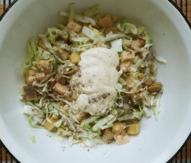 в салат добавляем майонез
