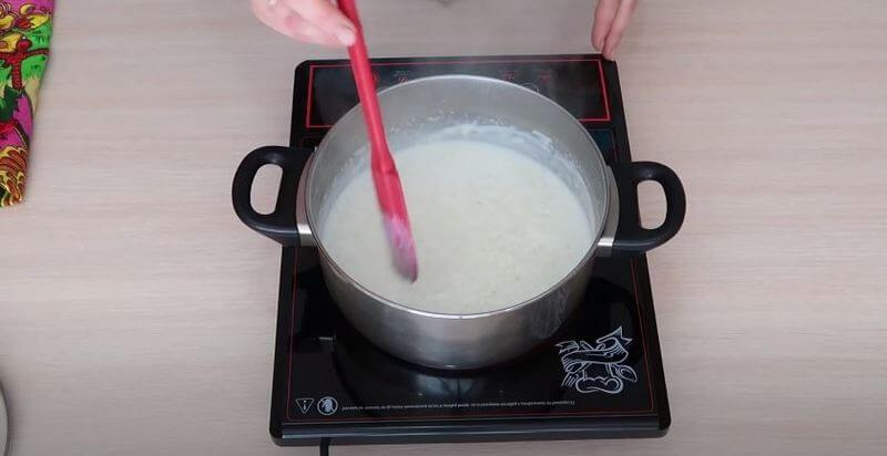 варим рисовую кашу на среднем огне