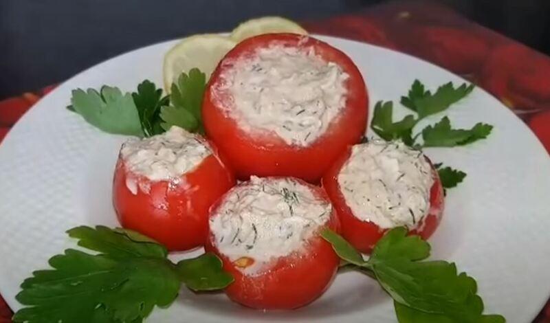 фаршированные помидоры с тунцом