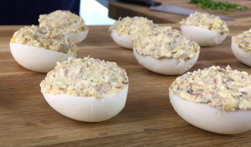 фаршируем яйца начинкой