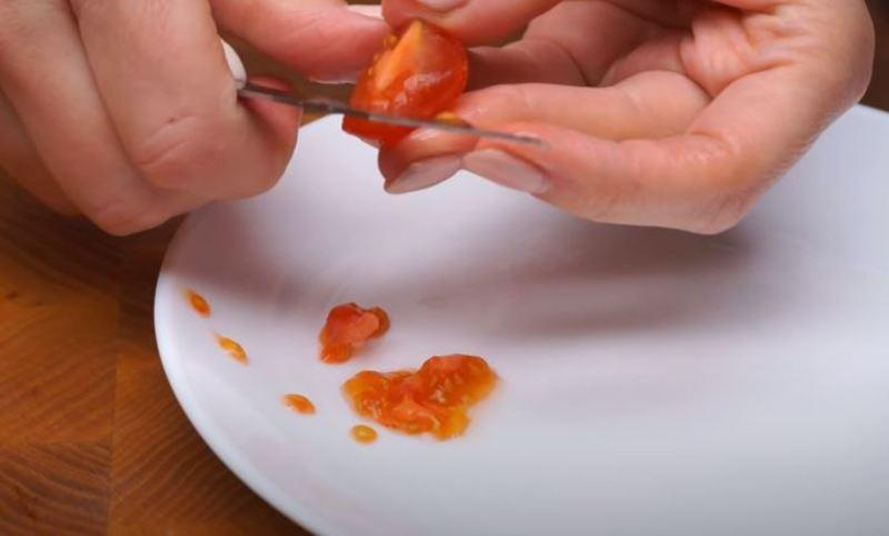 из помидор вынимаем семена