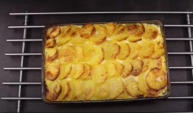 картофельная запеканка готова