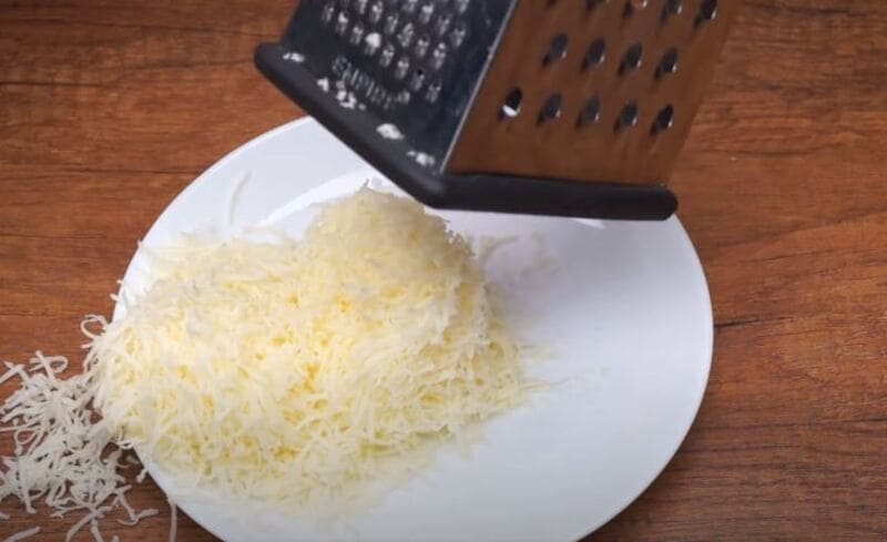 твердый сыр 250 грамм трём на мелкой тёрке